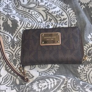 Michael kors wristlet brown
